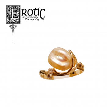 Pearl ring with gold band and small diamond